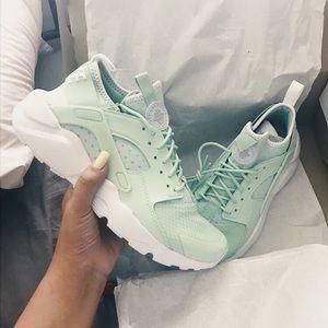 nike air huarache mint green